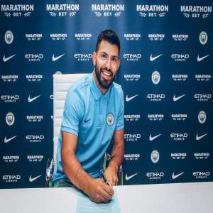 Sergio Aguero signs a new contract with Manchester City