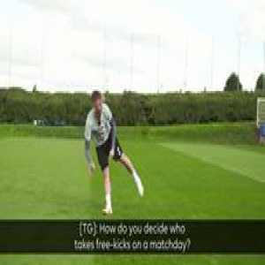 🎯 Leicester's set-peice specialist James Maddison talks Tom Grennan through his technique...