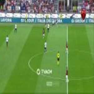 Suso (AC Milan) dribbles 2 Atalanta players