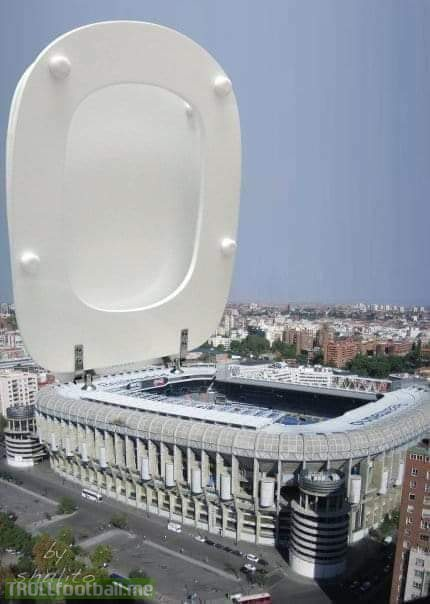 This is why Messi goes to toilet 20 times before a game. (x2) . JwT