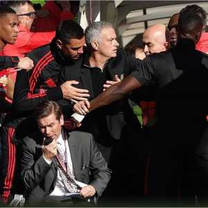 A photo of Jose Mourinho at yesterday's match is being compared to Caravaggio's 17th century painting 'The Taking of Christ'
