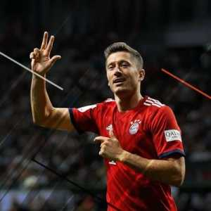 "Robert Lewandowski on twitter: ""I would like to dedicate this victory to our fans supporting us during the good and bad moments. @FCBayern #MiaSanMia"""