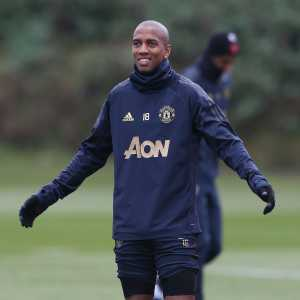 Man Utd's Ashley Young in talks to sign new one-year contract.