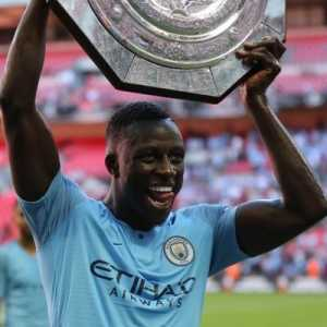 "Benjamin Mendy takes on Twitter to defend Emmanuel Macron saying he is going to ""take care"" of Trump after he tweeted that France needed to be ""Made great again"""