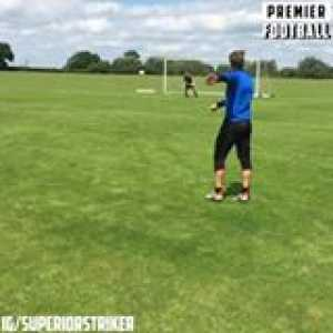 England's attacking coach has got some serious tekkers 👏  That technique 😳