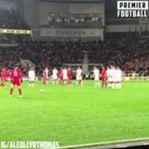Kasper Schmeichel stops Bale's inch-perfect freekick 👏