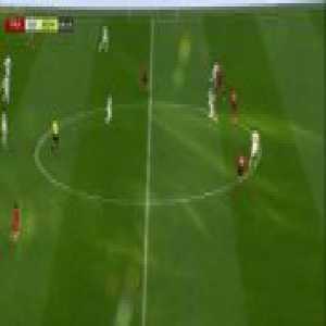 Ronaldinho's best moments today vs. Eintracht Frankfurt's stars.