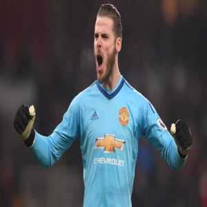 BREAKING: @ManUtd have exercised their option to extend David de Gea's contract for another year until 2020, @SkySportsNews understands.