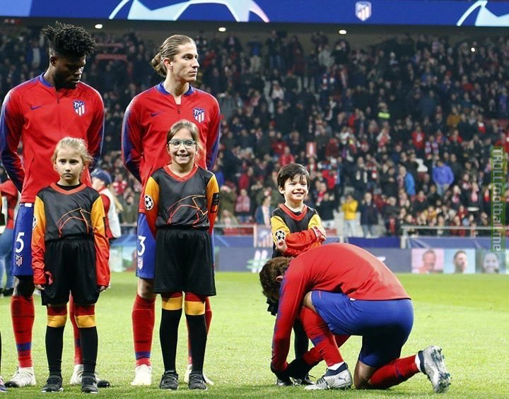 Griezmann tying this mascot's shoes together so Messi won't nutmeg him respect