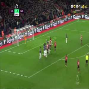 Cédric Soares freekick goal (Southampton [2]-0 Man Utd) 20'