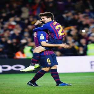 NICE PASS, KID! Barça's 19-year-old midfielder Riqui Puig — who's making his official debut tonight — got his first career assist on Denis's goal a few minutes ago!