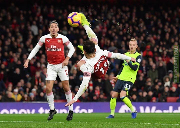 A brilliant 🚲 kick finish wins it for Arsenal