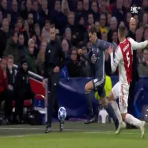Maximilian Wober straight red card against Bayern 67'