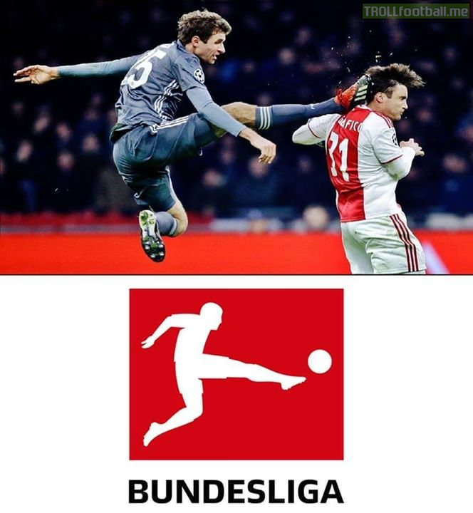 Thomas Muller sees Red 🛑 for Karate Kick on Ajax player. Does not that remind you of the logo of the Bundesliga?🤔😅