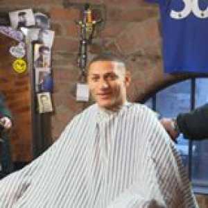 When you arrive for a haircut, but Richarlison is there to surprise you! 😮  📽 Everton Football Club