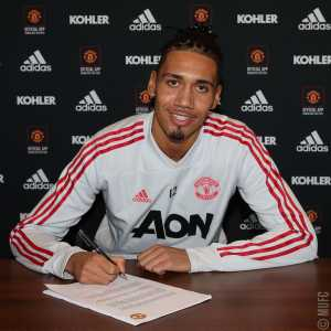 Chris Smalling has signed a new contract with Manchester United