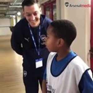 Mesut Ozil surprises his number 1 fan 😱 this is amazing ❤️  Arsenal/The Arsenal Foundation