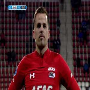 Mats Seuntjens (AZ) gets denied by goal line