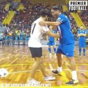Ronaldinho did him DIRTY 👀😂