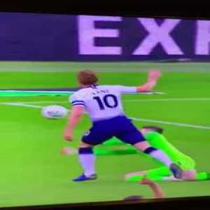 Harry Kane clasping his feet together to dive for a penalty is one of the greatest things of all time 😂