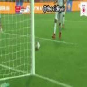 Indian football (Goa vs Pune): a great goal-line clearance with unfortunate results
