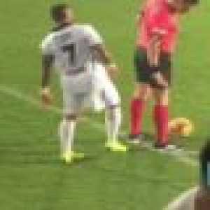 Quaresma (again) nutmegs the referee