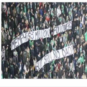 Memphis responds '5.9 million btw' to Saint-Étienne fans holding a sign that says 'Memphis 5 million followers but still no dad'