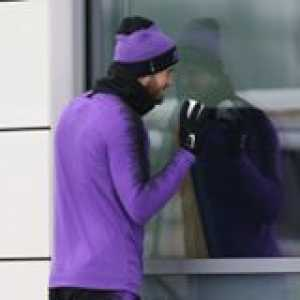 Christian Eriksen and Eric Dier start a snowball fight ahead of Spurs training! 🙌❄️  📽 Tottenham Hotspur