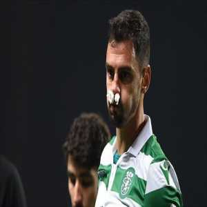 André Pinto broke his nose during the game. Two minutes later, his substitute Radosav Petrovic broke his nose too and played 40 minutes like this against Porto