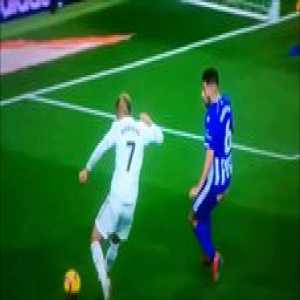 Mariano Diaz paying homage to CR7's self nutmeg after wearing his shirt number at Real Madrid!!!