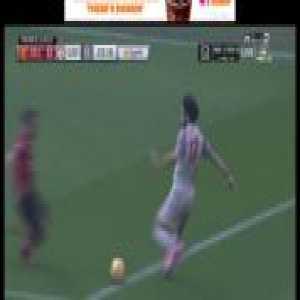 Juan Mata chases down and makes a crucial tackle on Salah whilst injured.