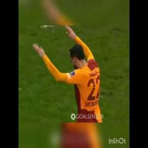 "Mitroglou struggling to perform famous Galatasaray celebration ritual ""Üçlü"""