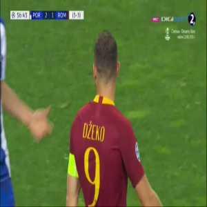 Džeko falls to the floor after Pepe headbutt (better clip)