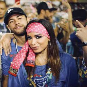 """Neymar answers the criticism for attending a Carnival in Brazil: """"What was hurt was my foot, not my dick""""."""