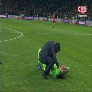 Porto coach Sérgio Conceição's nice gesture towards Roma's goalkeeper after the match