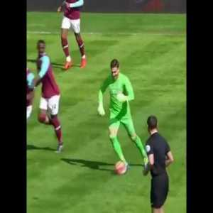 Throwback to this solo goal by West Ham goalkeeper Adrian.
