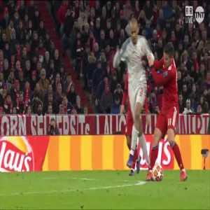 Bayern Munich [1]-1 Liverpool - Matip 39' (OG) (1-1 agg.)