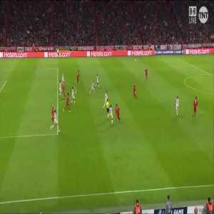 van Dijk challenge on Lewandowski in the penalty area