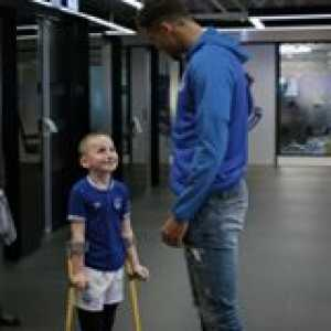 Everton's Dominic Calvert-Lewin gives one young fan the surprise of a lifetime 🙏💙  📹 Everton Football Club