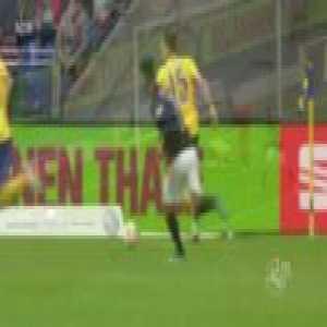 Great non-goal in the German third division today (Eintracht Braunschweig vs SV Meppen)