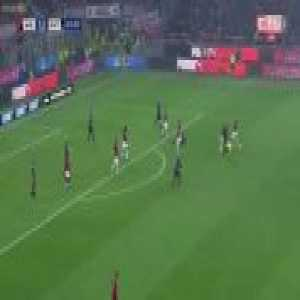 Referee shows his athleticism in Derby di Milano