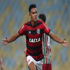 European clubs like Milan, Juventus and Real Madrid show interest in the 17 year old Brazilian midfielder Reinier Jesus Carvalho. Due to a good relationship with his current club Flamengo since the transfer of Vinicius Real has a good position. Reinier has a release clause. (70 million €)