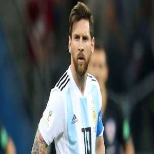 """Messi: """"I want to win something with Argentina . Many told me not to come back. My 6 year old son asks me why in Argentina they kill me."""""""