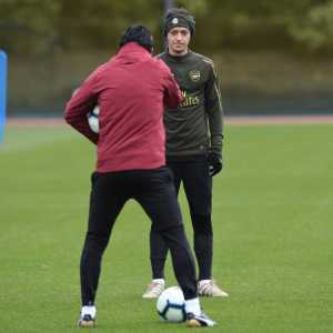 """Emery on Ozil: """"His quality, his performance, his consistency in each training [session] & each match is good for us. He is training, he is playing & he is being consistent, sometimes starting in the first XI, sometimes on the bench"""""""