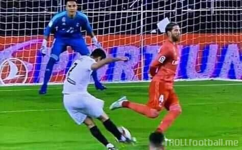 Ramos invents No Look Defending!!! Salah would be so happy now!!