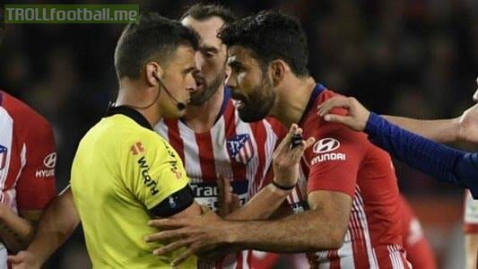"""Diego Costa got a red card vs Barcelona because he said to referee Gil Manzano: """"I s**t on your f***ing mother"""".  The guy is absolutely nuts. 🤦"""