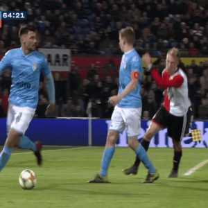 Nicolai Jørgensen foul for which he was given a red card after VAR spotted it [Feyenoord - Heracles]