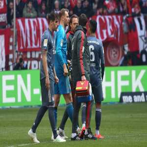 """Niko Kovac on Manuel Neuer's injury: """"It's the same calf that he had problems with last time. We'll examine it tomorrow and hope of course that it's nothing serious."""" Neuer will be out for two weeks."""