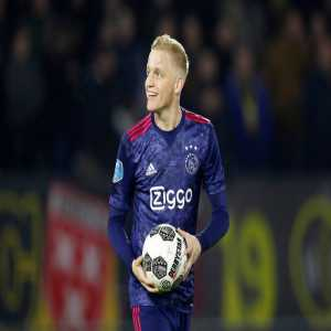 PSG scouts are in the stands of the Juventus-Ajax match to monitor Donny van de Beek