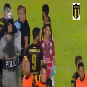 Class act by Peñarol keeper Kevin Dawson, he invited rival fan with down syndrome to take penalty after the game.